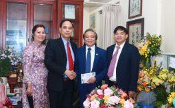 Giám đốc Bệnh viện Nội tiết TW Trần Ngọc Lương nhận danh hiệu Anh hùng Lao động thời kỳ đổi mới