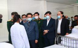 Phó thủ tướng Vũ Đức Đam cùng đoàn Bộ Y tế thăm người tình nguyện tiêm thử nghiệm Vắc xin