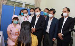 Tiêm vắc xin cho người tình nguyện tham gia nghiên cứu thử nghiệm lâm sàng giai đoạn 1 vắc xin COVIVAC