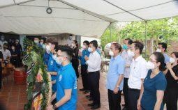 Xúc động Nữ sinh không thể về chịu tang Cha do tham gia chống dịch tại TP. Hồ Chí Minh